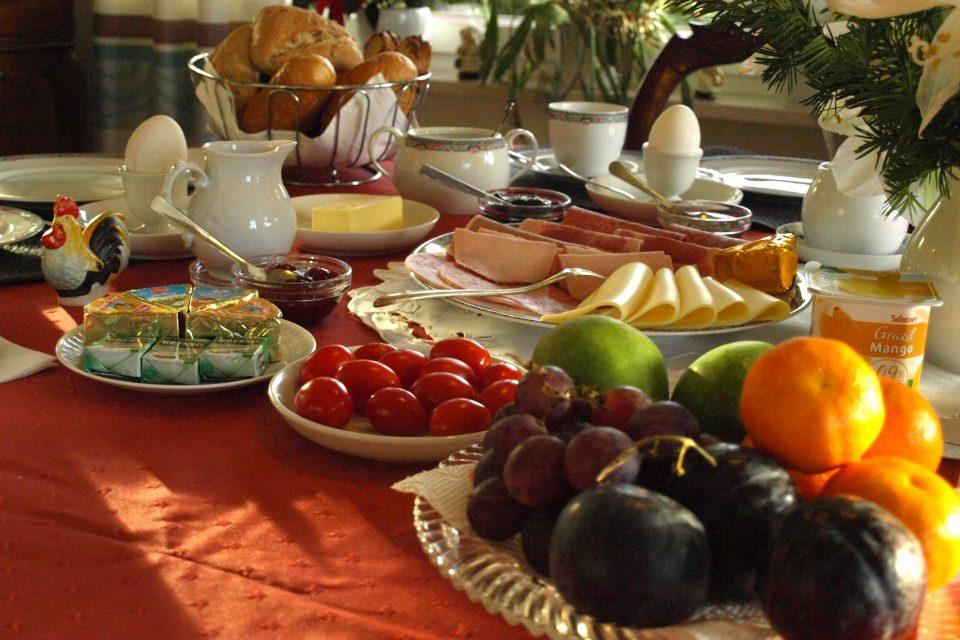 Haus de Paoli - Esszimmer - reichhaltiges Frühstück