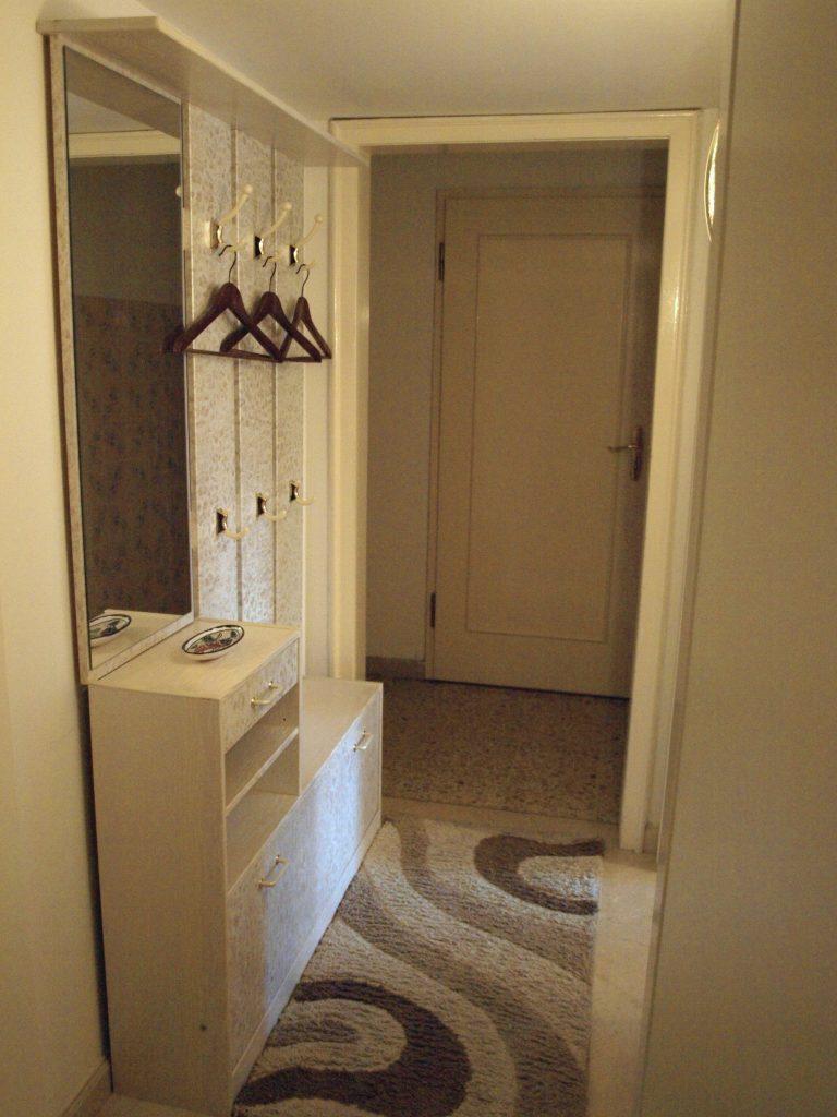Haus de Paoli - Flur zu Zimmer unten und Bad