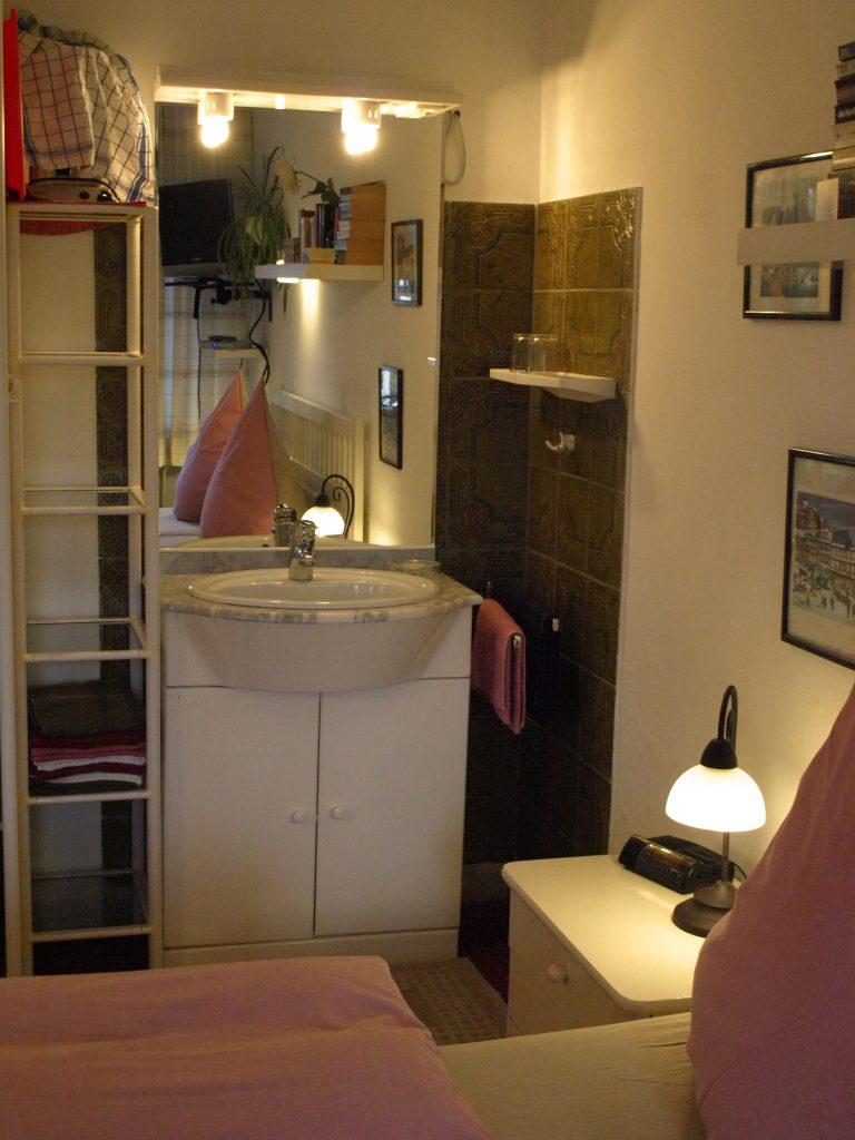 Haus de Paoli - Zimmer unten - Waschbecken ensuite