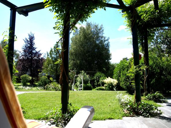Haus de Paoli - Blick von Terrasse unten in den Garten