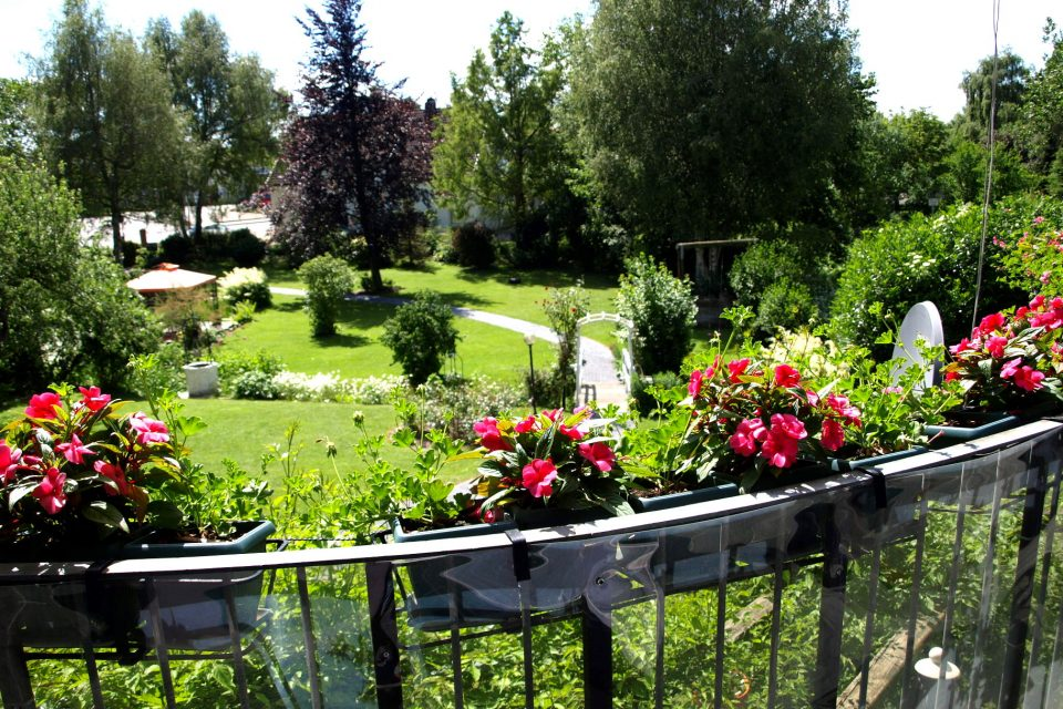 Haus de Paoli - Blick von Terrasse oben auf den Garten